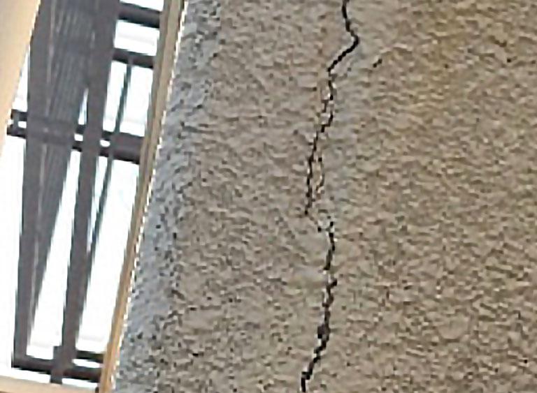 A.L.C.壁の塗装では割れ等のダメージ補修